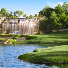 source: http://images-pc.wynnlasvegas.com/content/img/activities/golf/wynn-golf-course/1_724_Wynn_Golf_18th_Hole_Barbara_Kraft.jpg